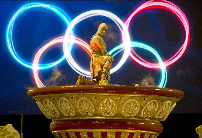Участник карнавала в Рио-де-Жанейро, 7 февраля 2016