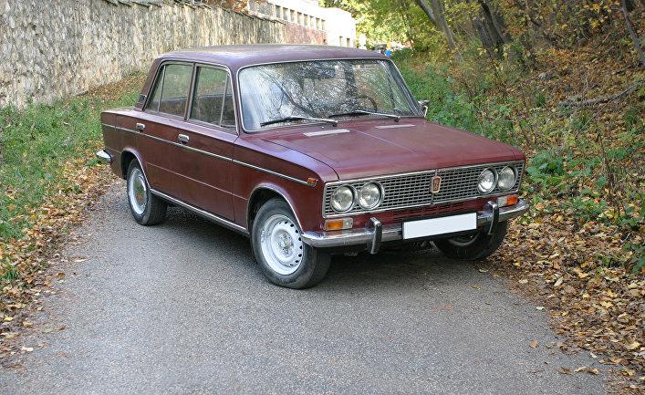 Автомобиль ВАЗ-2103