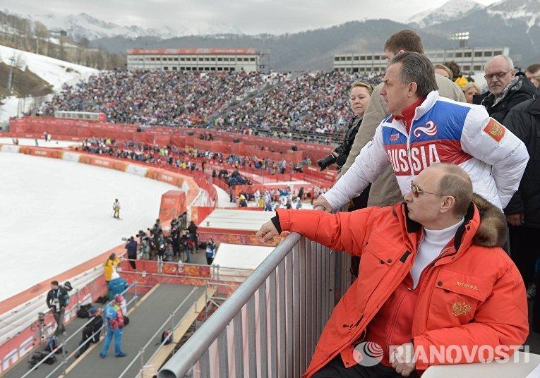 Президент России Владимир Путин на соревнованиях по горнолыжному спорту
