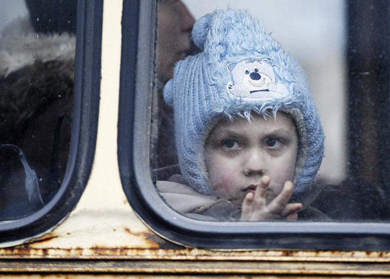 Автобус с беженцами из Дебальцево