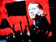 Сторонники президента Турции Реджепа Тайипа Эрдогана во время митинга на площади Кызылай в Анкаре