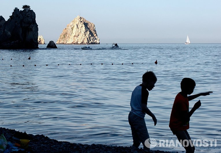 Черное море и скалы в акватории Гурзуфа