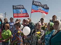 Местные жители Донецкой Народной Республики на месте крушения малайзийского лайнера возле села Грабово