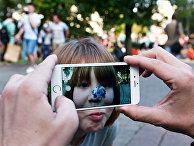 Игроки в Pokemon Go в Ильинском сквере в Москве