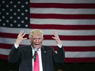 Кандидат в президенты США от Республиканской партии Дональд Трамп выступает в городе Роанок