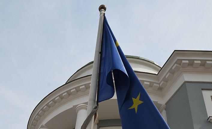 Все меньше россиян считают, что будущее России должно быть связано с Европой или ЕС, отмечает руководитель исследовательских программ Института международных отношений Финляндии Аркадий Мошес.