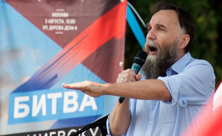 Лидер Международного Евразийского движения Александр Дугин выступает на митинге в Москве «За Донецкую Русь!»