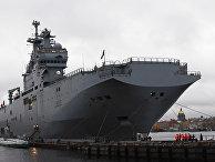 Французский военный корабль-вертолетоносец класса «Мистраль» в Санкт-Петербурге
