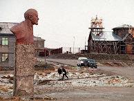Главная площадь Южно-Курильска в 1998 году
