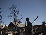 Дома в поселке Лозовое города Донецка, сгоревшие и поврежденные в результате обстрела