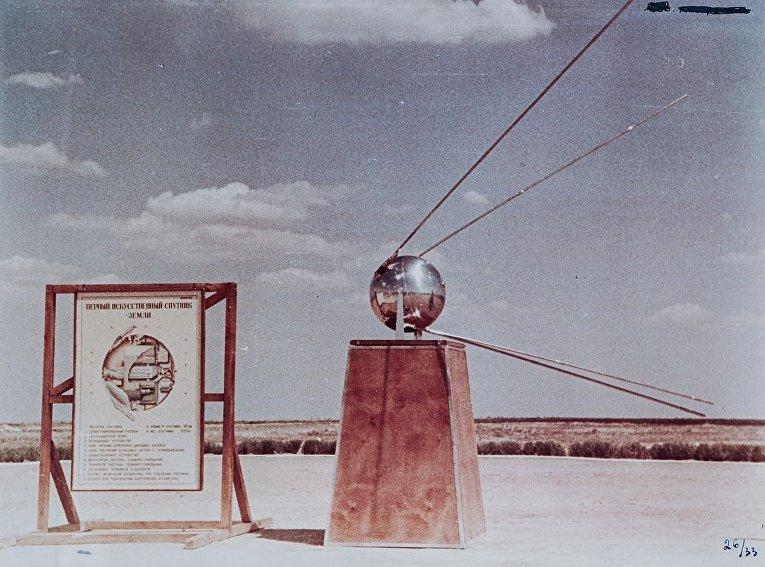 Макет двух первых искусственных спутников Земли на полигоне Капустин Яр