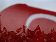 Сторонники Реджепа Эрдогана на демонстрации на площади Таксим в Стамбуле