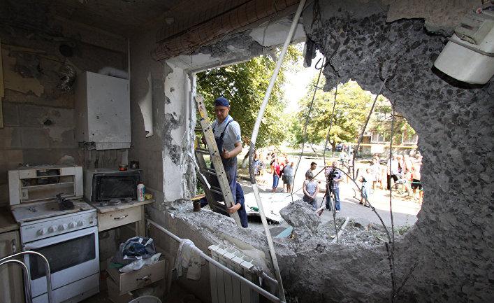 Последствия обстрела Ясиноватой в Донбассе