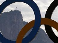 Олимпийские кольца на озере Родригу-ди-Фрейташ