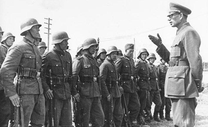 Генерал Власов с солдатами Русской освободительной армии