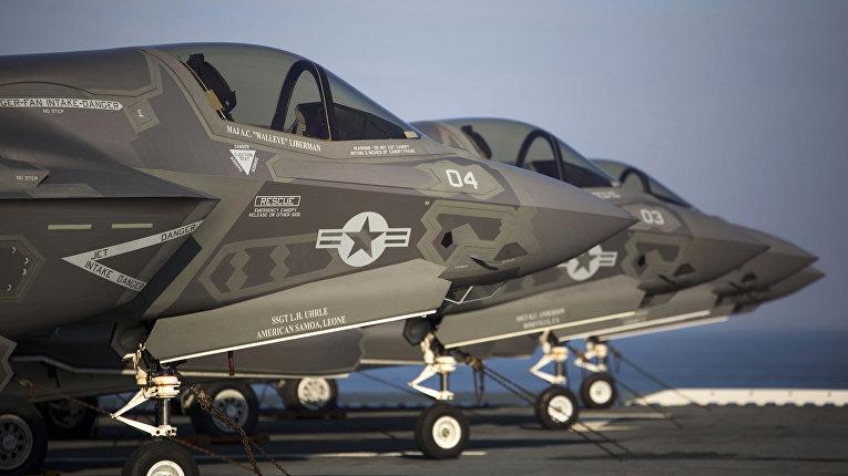 Истребители F-35B Lighting II на борту авианосца USS Wasp