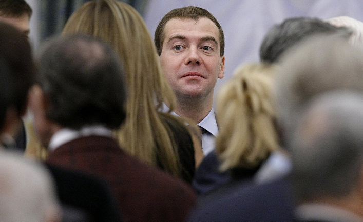 Неменее 200 тыс. пользователей подписали петицию заотставку Медведева