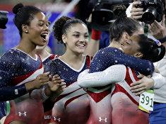Американские гимнастки празднуют победу на Олимпийских играх в Рио-де-Жанейро