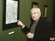 Скульптор и график Эрнст Неизвестный на выставке своих работ в Третьяковской галерее в Москве