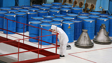 Бочки с сырьем для производства таблеток диоксида урана