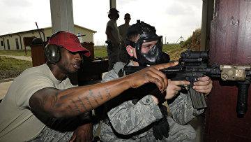 Огневая подготовка американских солдат, авиабаза Инджирлик, Турция