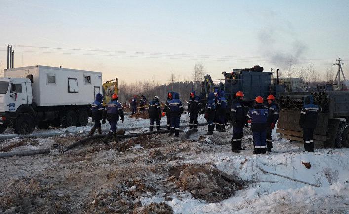 Ржавые трубопроводы тонут в сибирской тундре