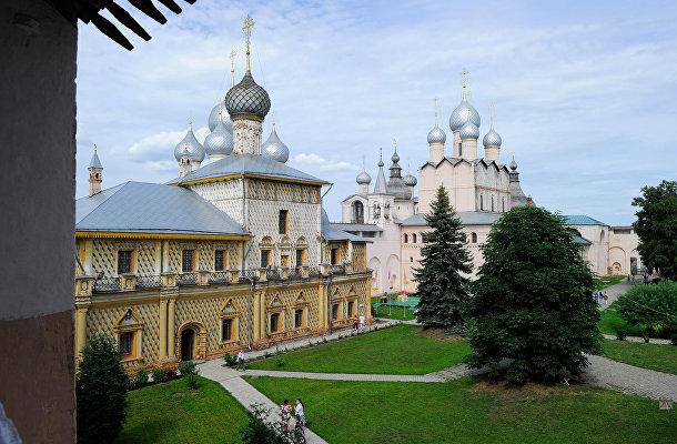 Церковь Одигитрии и церковь Воскресения Христова над северными воротами