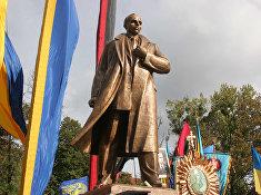 Открытие  памятника С. Бандере во Львове