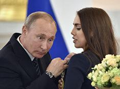 Владимир Путин награждает Орденом дружбы гимнастку Маргариту Мамун