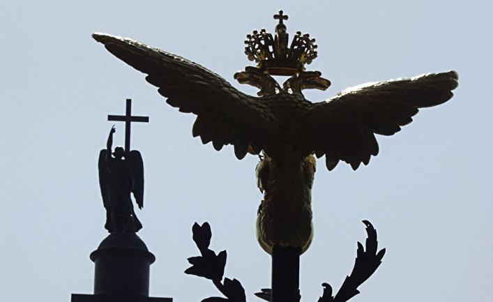 Фрагмент главных ворот Зимнего дворца в Санкт-Петербурге