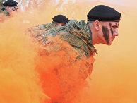 Показательные выступления морских пехотинцев Балтийского Флота перед стартом военно-спортивной игры «Гонка героев»