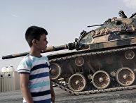 Турецкие танки и БТР движутся в сторону сирийской границы