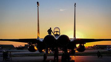 Американский истребитель F-15E Strike Eagle на авиабазе Инджирлик, Турция