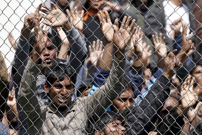 Акция протеста мигрантов, которых возвращают в Турцию