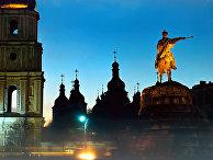 Софийский собор и памятник Богдану Хмельницкому в Киеве