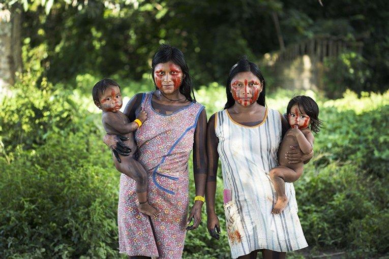 Женщины из племени каяпо