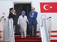 Президент Турции Реджеп Тайип Эрдоган с женой Эмине прибывают на саммит G20 в Китае