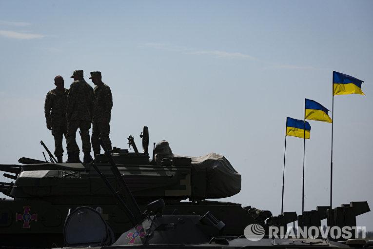 Военная техника на военном аэродроме в Чугуево Харьковской области