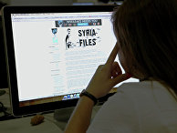 Пользватель читает Сайт политических разоблачений WikiLeaks