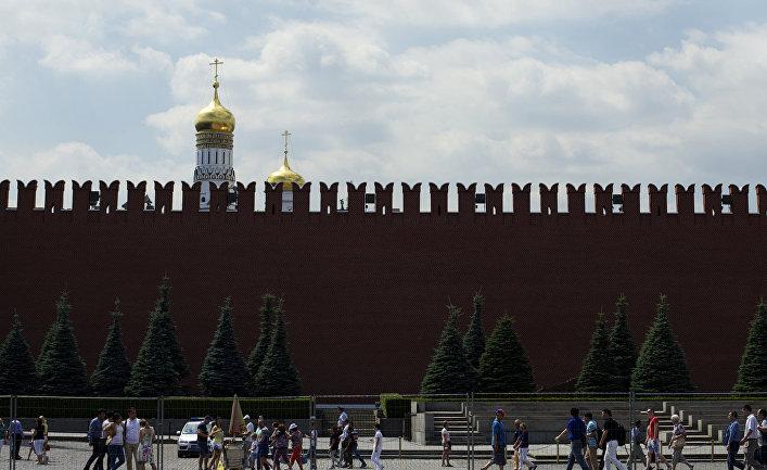 Вид на Кремлевскую стену в Москве