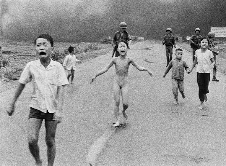 девочки бегут голыми