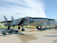 Советский сверхзвуковой высотный истребитель-перехватчик МиГ-25