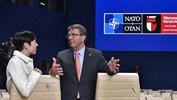 Министр обороны США Эштон Картер и министр обороны Норвегии Ине Эриксен Серейде