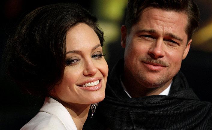 Американские актеры Анджелина Джоли и Брэд Питт. 2009 год