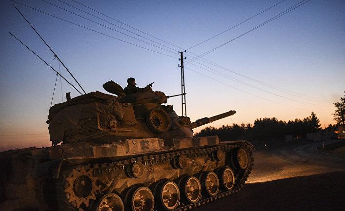 Турецкий танк на сирийско-турецкой границе.
