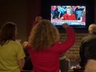Хиллари Клинтон выступает с речью по телевидению