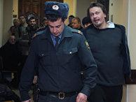 """Активист арт-группы """"Война"""" Олег Воротников освобожден под залог"""