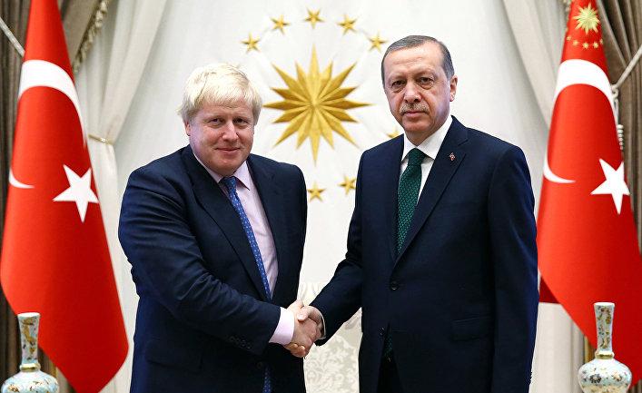 Президент Турции Реджеп Тайип Эрдоган и министр иностранных дел Великобритании Борис Джонсон