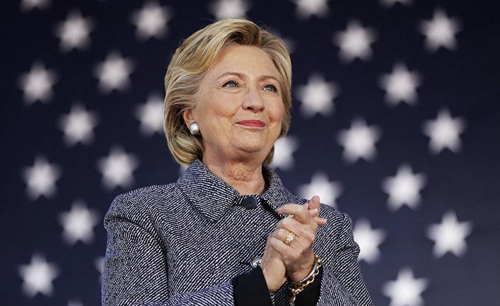 Американку завалило 14 тысячами SMS-сообщений оТрампе иКлинтон