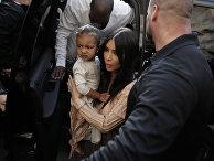 Американская модель, актриса Ким Кардашьян с дочерью Норт Уэст